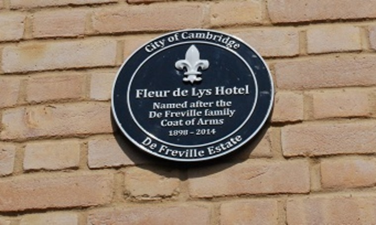 Commemorative plaque at The Newton, Cambridge